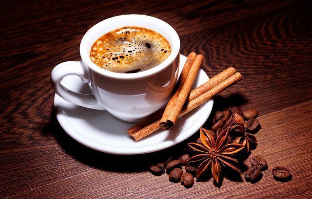 Může být doma připravená káva stejně dobrá jako ta z kavárny?